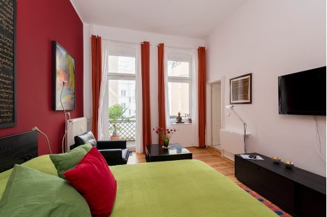 647 Bright Amp Colorful Studio Apartment With Balcony In