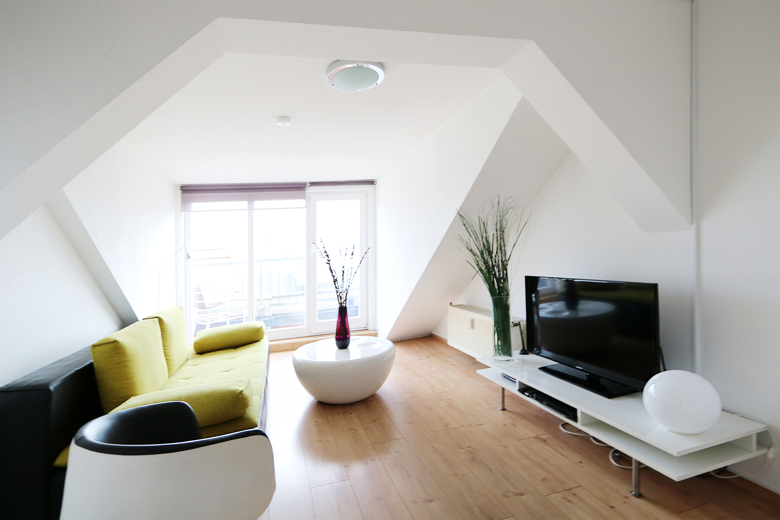 Berlin Apartments | www.urban-apartments.com | Modern and bright rooftop apartment with great view in Mitte| Book your apartment onine