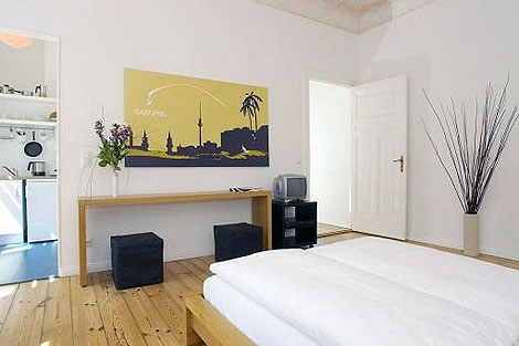 180 cool studio apartment in kreuzberg at landwehrkanal